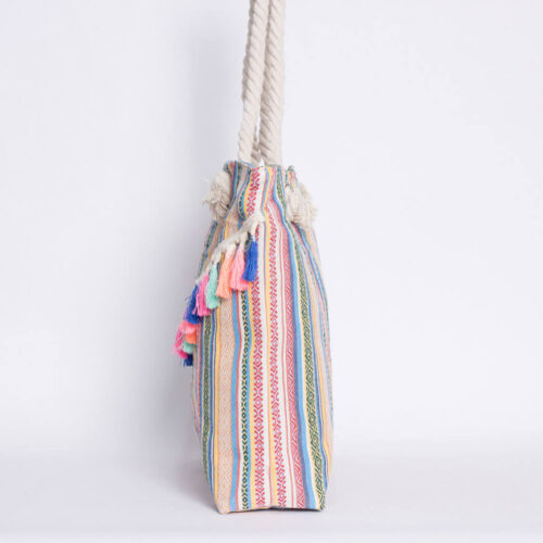 Lateral bolso de playa etnico con borlas en color claro